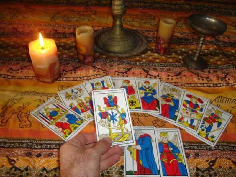 Гадание на измену на игральных картах по масти
